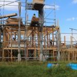翌日から応援の大工さんたちも加わり建て方の始まりです。