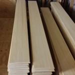 これはドイツからのモミの木を都城で加工した、 床板や壁板ですで柾目です。