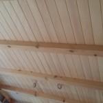 この日は現場でお施主様と打ち合わせ。 一部板張りの天井がこの時貼り終わっていました。