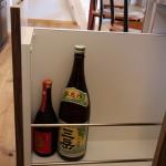 キッチンはオーダー。一部ご主人の希望で焼酎を収納できる ワゴン付き+サイドには収納できるカウンター。 表には収納棚。
