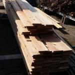 この他、木塀の材料とデッキ材。ここまで来ると、大工さんもラストスパートですね。