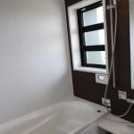 二階はご夫婦の寝室+お子様の部屋+クローゼット+システムバスルーム+洗面脱衣所+洗濯物干し室 服は洗面脱衣室横にある洗濯機で洗濯し、 そのままベランダか雨・降灰時には室内干しが出来るように動きは横移動のみにしてあります。