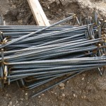 型枠を起こし鉄筋を組んでいきます。