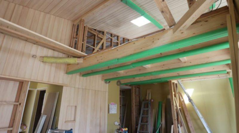 池之上の家『床・壁・天井にもみの板』