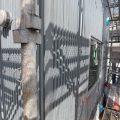 外部はシルバーメタリックのガルバリウム鋼板