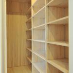 ウォークインクローゼットはご家族全員の衣類だけでなく、他の物も十分にしまい込めるスペースを確保しています。