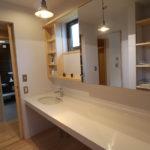 動線は、キッチン+洗面所+バスルーム+ランドリールームと近い距離で動けるように配置してあります。