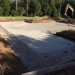 『根切りとは 基礎や地下構造物を造るために、地盤面下の土砂、 岩盤を掘削することです。「床掘り」ともいわれます。』
