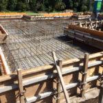 基礎伏図には建物全体の構造計算に基づいて配筋の段取りが記載されています。