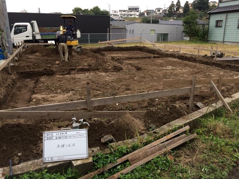 遣り方が終わると、基礎の床掘りです。