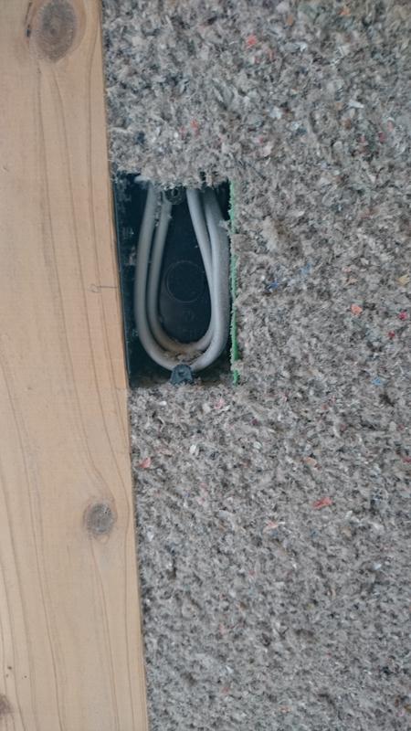 スイッチの小さな隙間も綺麗に充填されてますね。