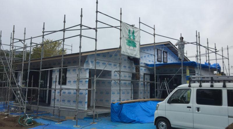 外壁も面材張りが終わり、透湿シート張り・ガルバリム鋼板張りが順調に進んでいきます。