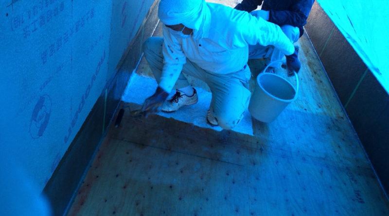 後日バルコニーの下地も終わり、床の防水工事も順調に終わりました。